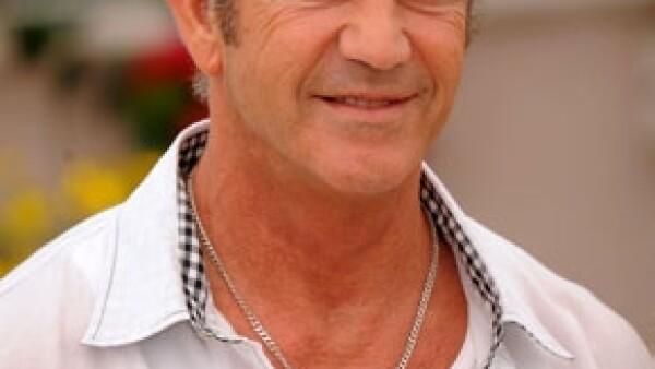 El actor australiano viajó aquel país para cumplir con su sentencia a servicio comuntario por atacar a su ex novia Oksana Grigorieva en el 2010.