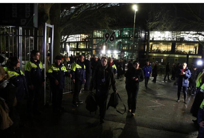 Los asistentes fueron evacuados del partido.