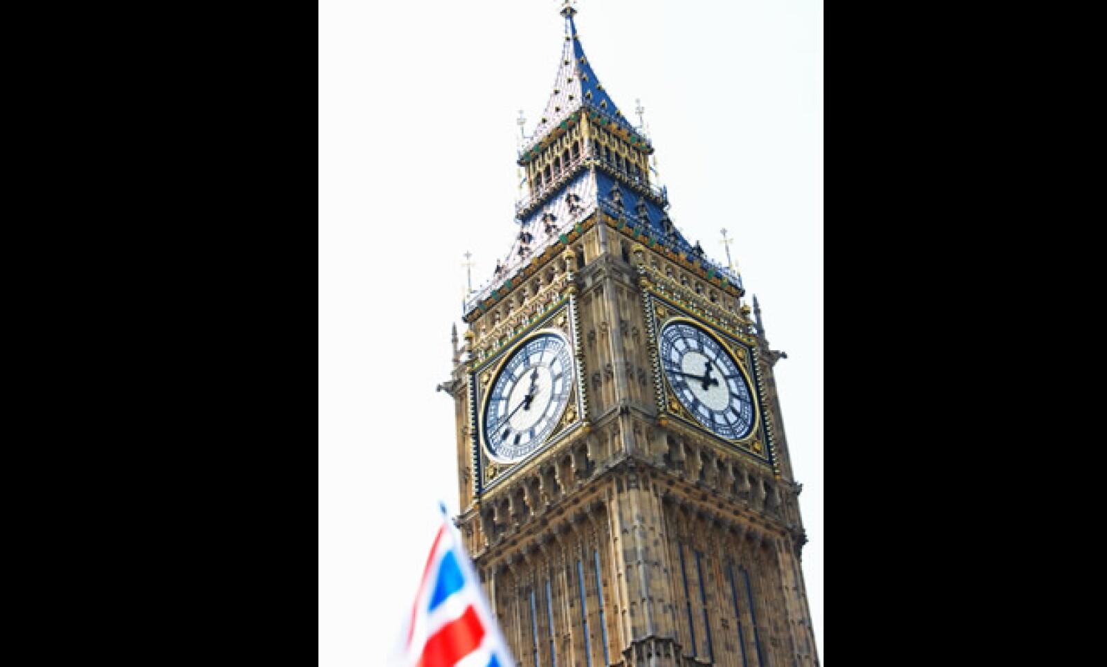 Al norte del Palacio de Westminister, está el famoso reloj de Londres, el cual cumple en mayo 151 años de haber sido construido. Su sobrenombre viene de arquitecto Sir Benjamin Hall, quien condujo la construcción del famoso reloj.