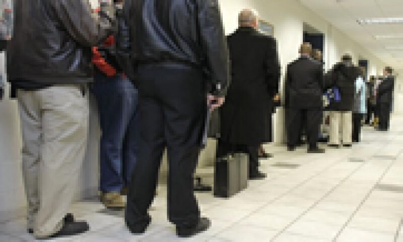 La caída de las solicitudes de estos subsidios estuvo en línea con lo esperado por analistas. (Foto: Reuters)