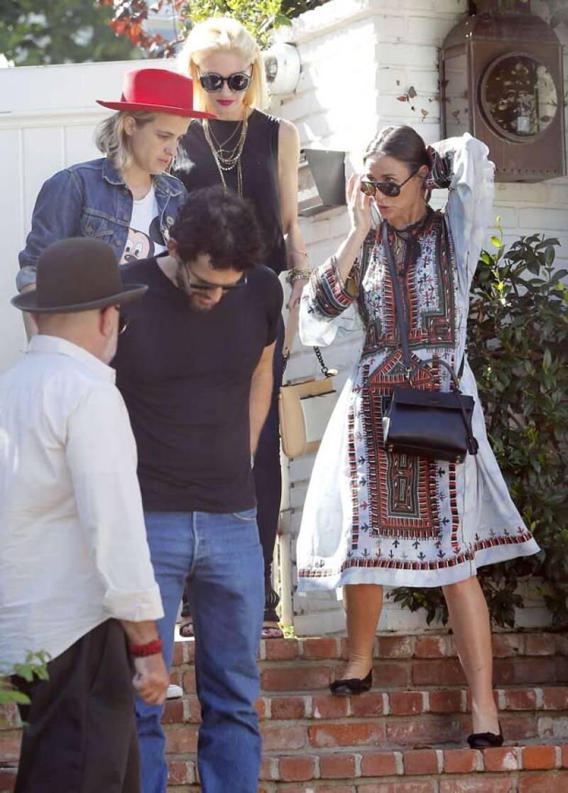 Por su parte, Gwen y Demi demostraron ser grandes amigas al saludarse efusivamente en su arribo a la casa de Tobey.