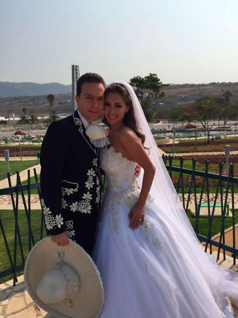 La pareja se casó inesperadamente en abril 25 de 2015 con una boda religiosa en San Cristóbal de las Casas.