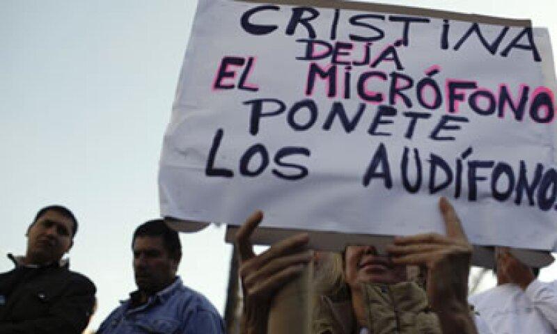 Los ciudadanos argentinos mostraron su enojo por un supuesto proyecto del Gobierno para reformar la Constitución. (Foto: AP)