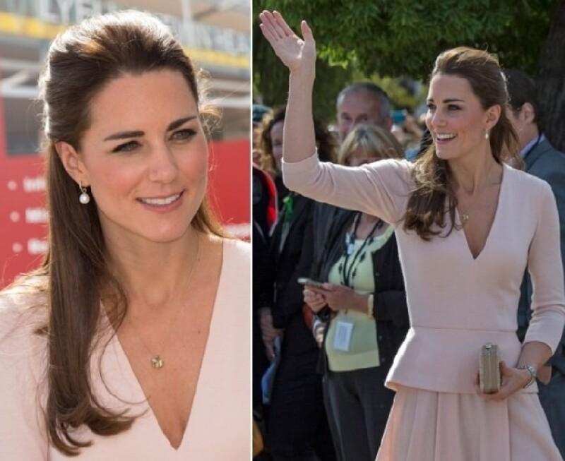 Kate en un vestido color rosa palo de Alexander McQueen.