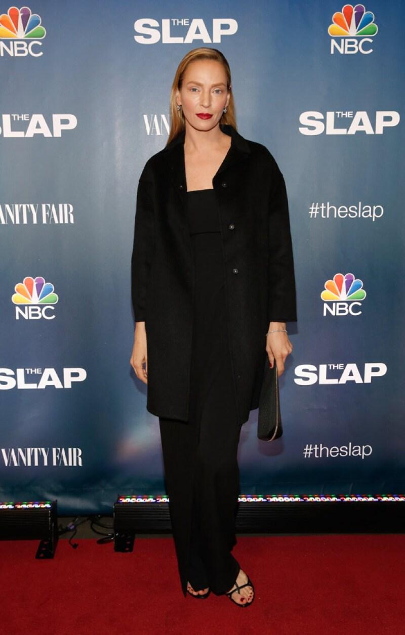 Al caminar por la alfombra roja del evento, fue evidente que Uma no sonrió a las cámaras, evidenciando un posible exceso de botox en la cara.