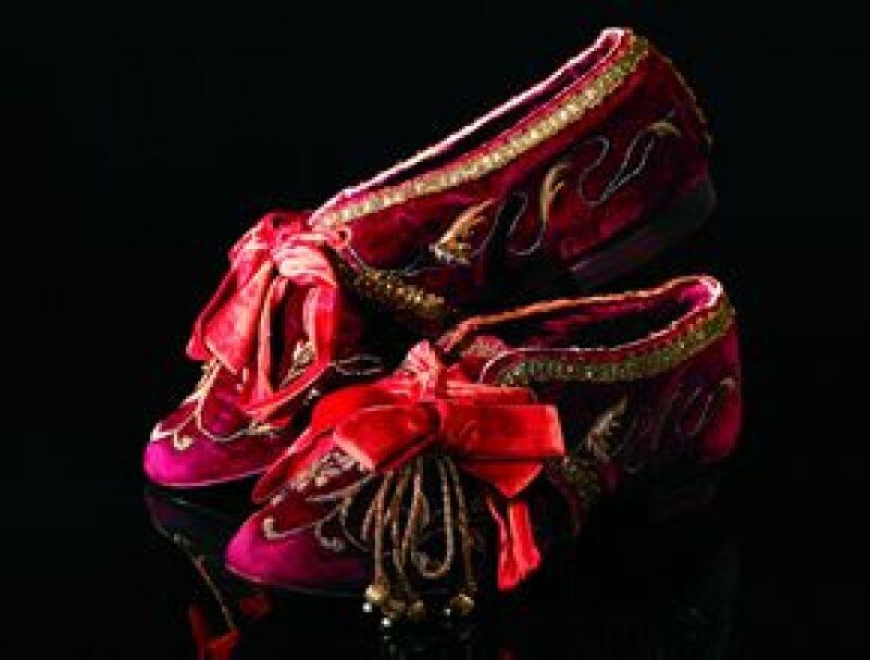Es posible conocer la historia de la alta costura en la exposición Secretos de la moda.