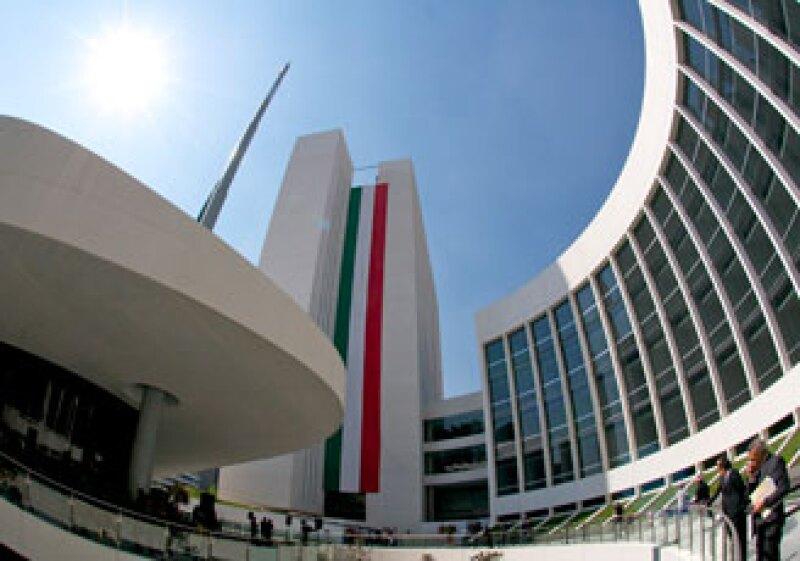 El edificio central albergará al Pleno y su fachada representa el pico del águila. (Foto: Cortesía Grupo Indi.)