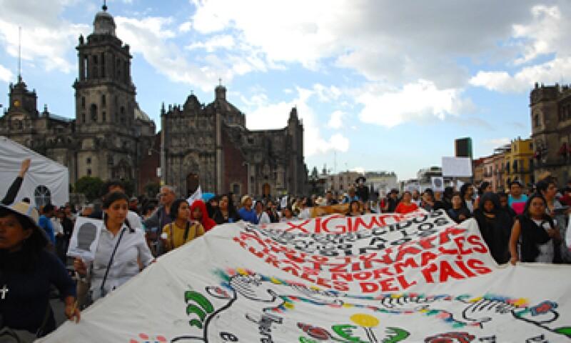 El caso de los 43 normalistas desaparecidos y la llamada 'casa blanca' detonaron las protestas sociales en México. (Foto: AFP )
