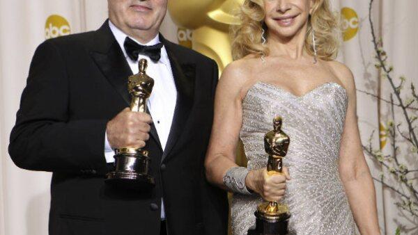 Dante Ferretti y Lo Schiavo recibieron la estatuilla en Dirección de Arte por la cinta `Hugo´ de Martin Scorsese.