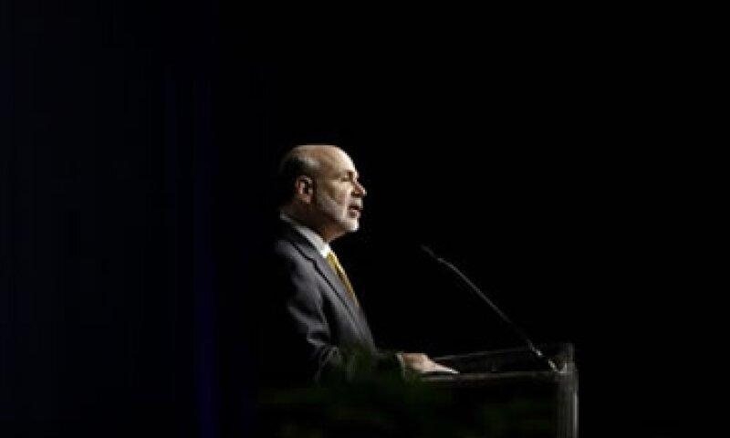 Bernanke reiteró que la Fed mantendrá las tasas cerca de cero al menos hasta mediados de 2015.  (Foto: AP)