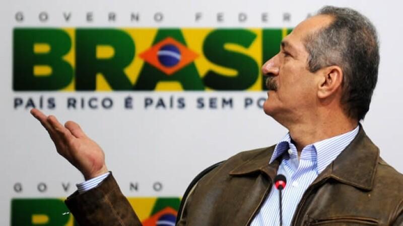 el ministro de deportes brasil presenta el lema del mundial