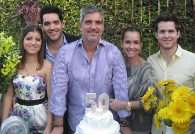 Alberto Familiar con su familia