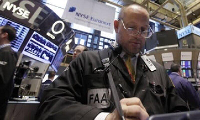 Los inversionistas temen que el reporte laboral oficial del viernes próximo podría mostrar una desaceleración de la recuperación económica. (Foto: AP)