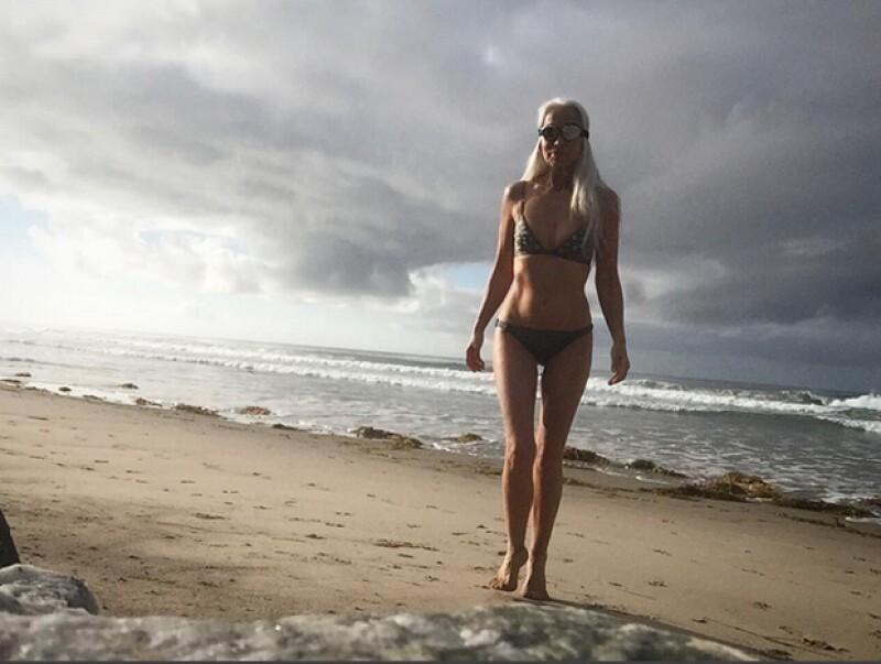 Yazemeenah Rossi ama la playa y le gusta caminar a diario a la orilla del mar antes de caminar.