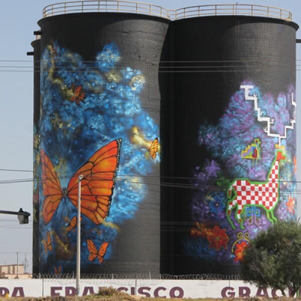 Antes eran almacenes de agua pintados por graffitis en las Américas, ahora lucen mariposas y animales de colores para darle la bienvenida al papa.