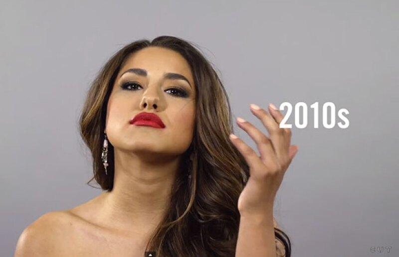 Desde el estilo Adelita hasta el de María Felix y pasando por el noventero, este video muestra la evolución del pelo de la mujer mexicana. ¡Imperdible!