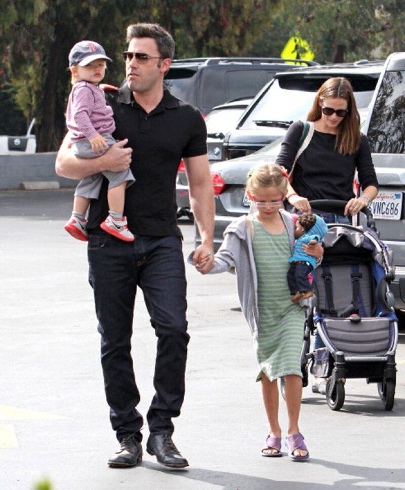 Aseguran que Ben Affleck mantiene una relación con Christine Ouzounian, una mujer de 28 años que fue niñera de sus hijos.