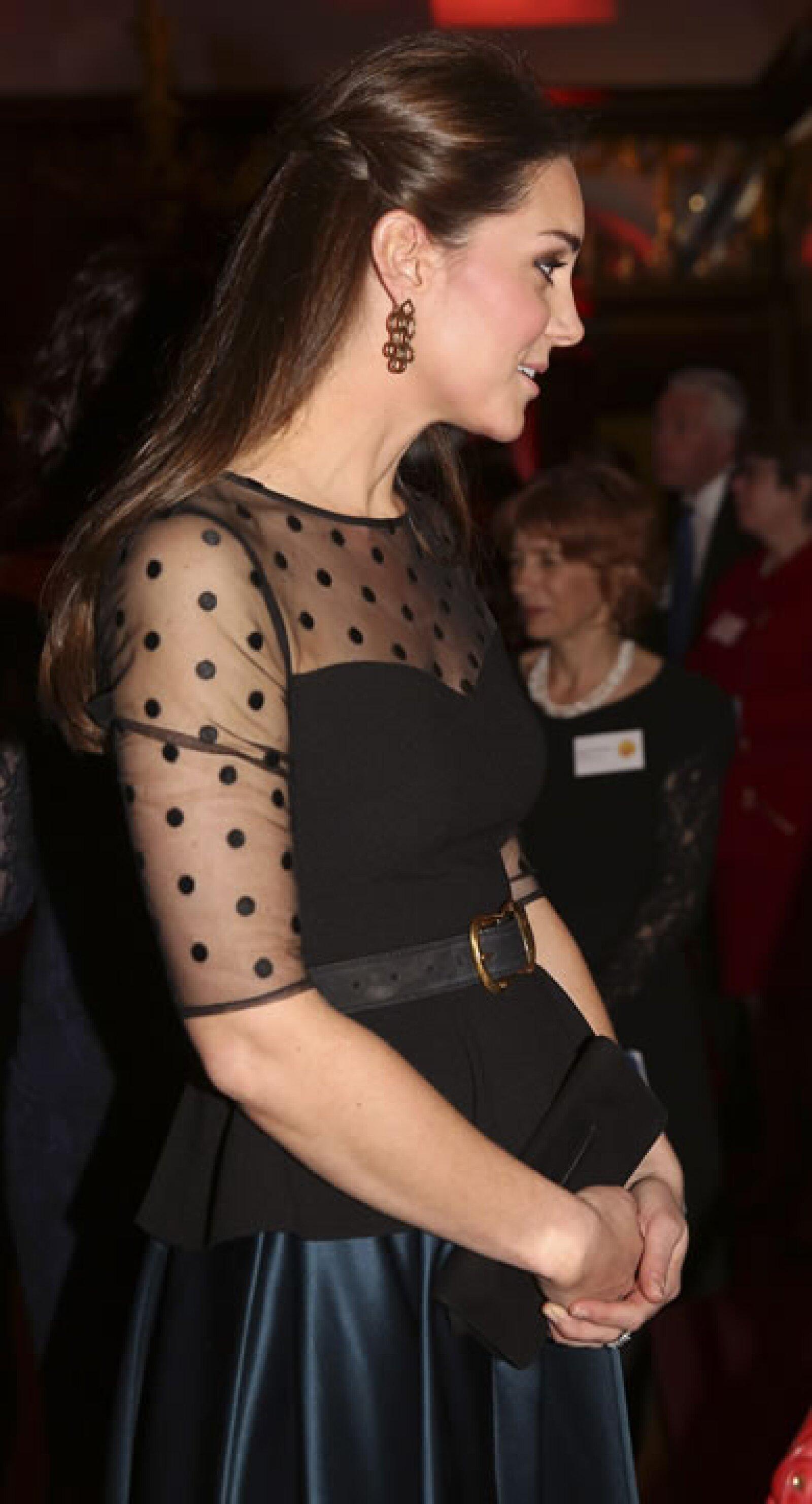 Noviembre 19 elección de Kate falda y blusa.