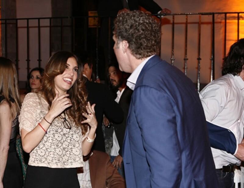 La actriz Gloria Aura platicó unos instantes con Will Farrel.