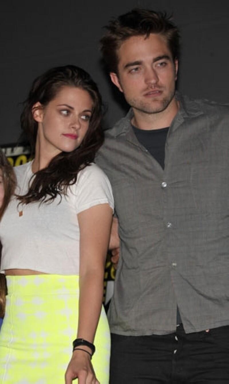 Aseguran que Robert Pattinson tiene problemas con creer la versión de Kirsten Stewart en la que jura que su infidelidad no fue más allá de los besos.