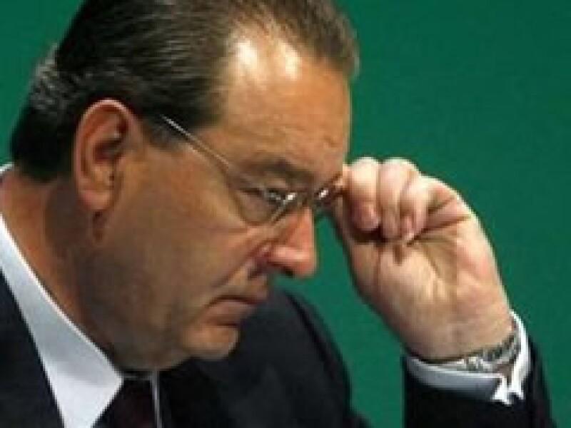Oswald Gruebel, jefe ejecutivo de UBS, presentó malos resultados financieros a los accionistas. (Foto: Reuters)
