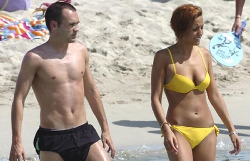 Iker Casillas y Andrés Iniesta se cambiarán al `equipo´ de los casados este verano, cuando se casen con Sara Carbonero y Ana Ortiz.