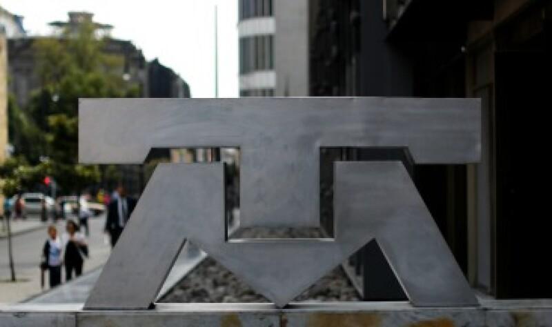 La compañía de servicios de telefonía e internet debe modificar su oferta para que otras empresas puedan usar su red (Foto: Reuters/Archivo )