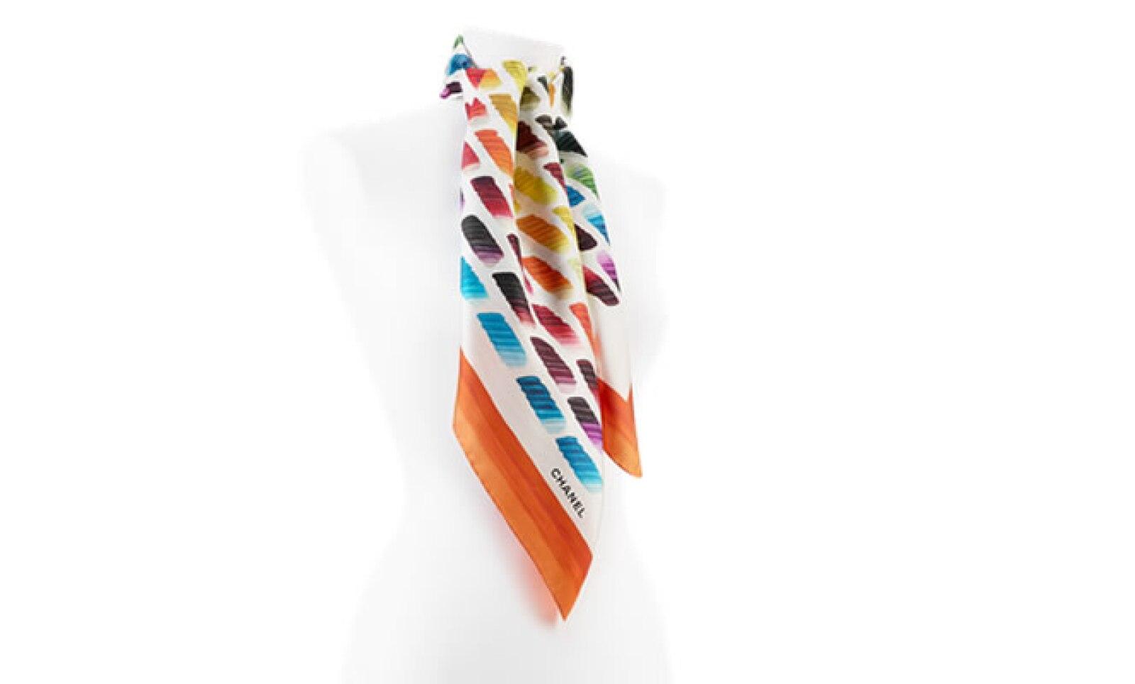 Por su versatilidad el foulard es la prenda que realza y da el toque elegante a un atuendo casual.