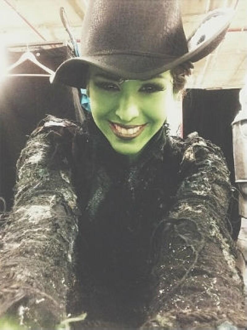 Danna Paola en el papel de la bruja Elphaba.