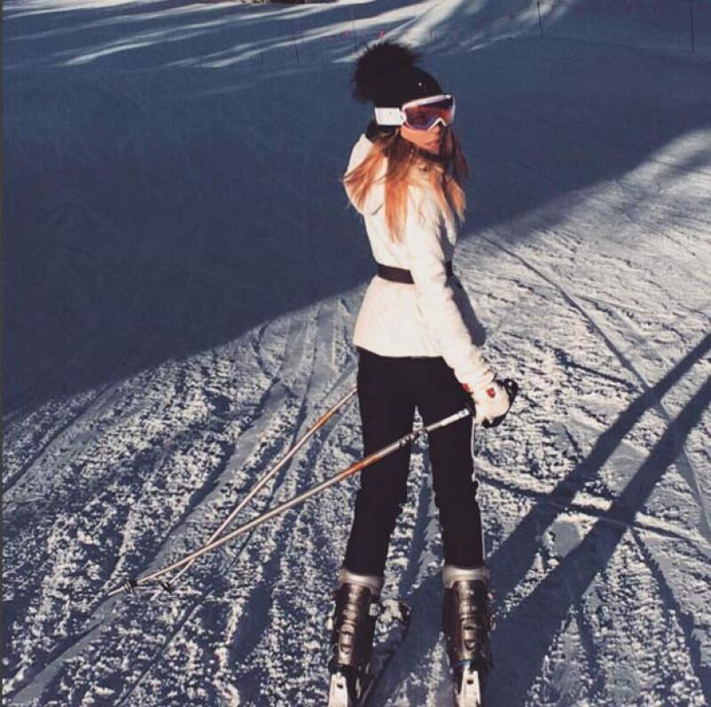 La cantante presumió sus outfits invernales durante sus vacaciones.