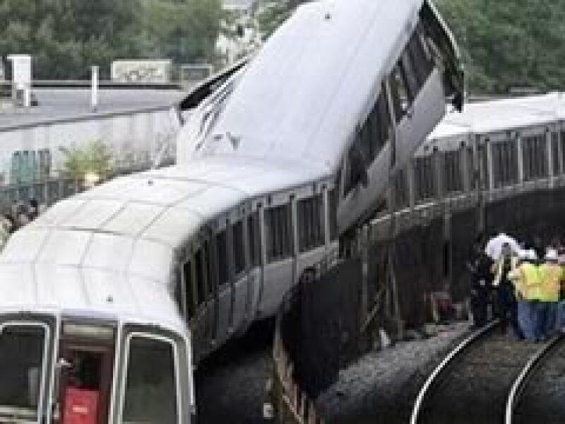 Al menos 4 muertos y 70 heridos ha dejado el descarrilamiento del tren en DC. (Foto: Reuters)