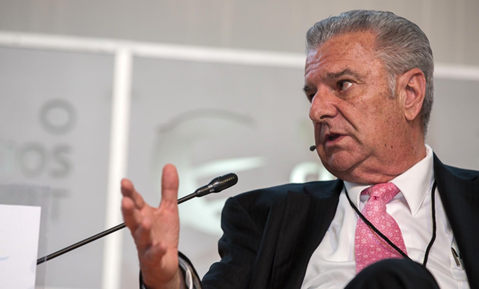 El doctor Mauro Loyo participó en un panel sobre cómo impulsar la industria farmacéutica mexicana en el mundo.