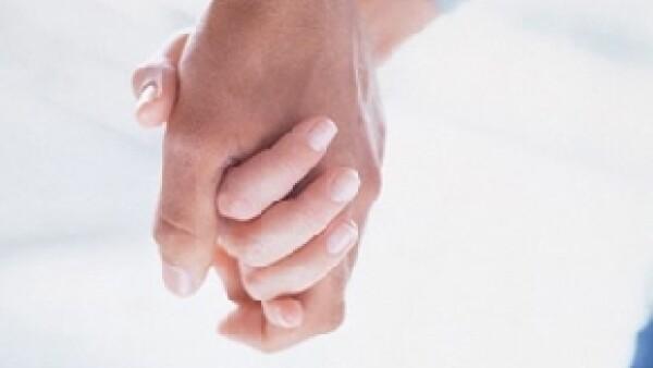 Cuando una pareja de novios ha decidido unir su vida en pareja a través del sacramento de matrimonio de la iglesia católica, deben de cumplir con una serie de requisitos obligatorios.