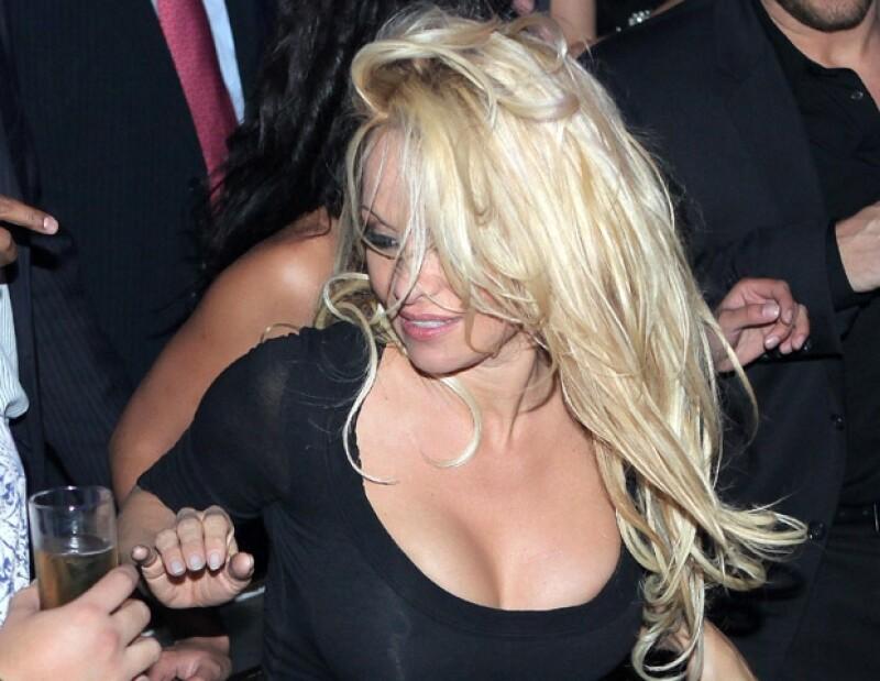 La actriz y modelo derrochó sensualidad.