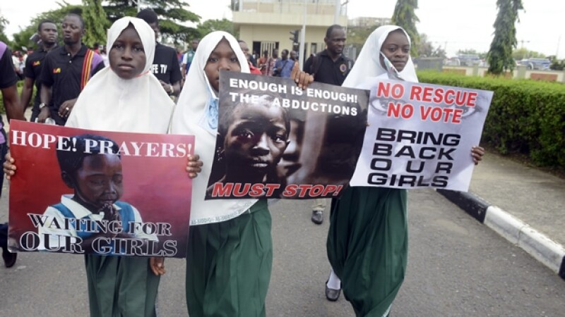 Ninas estudiantes piden el regreso de alumnas secuestradas