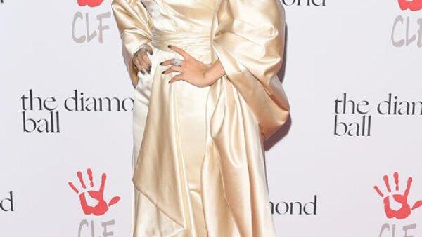 Rihanna acaparó todas las miradas en la alfombra roja del Diamond Ball en un vestido Dior.