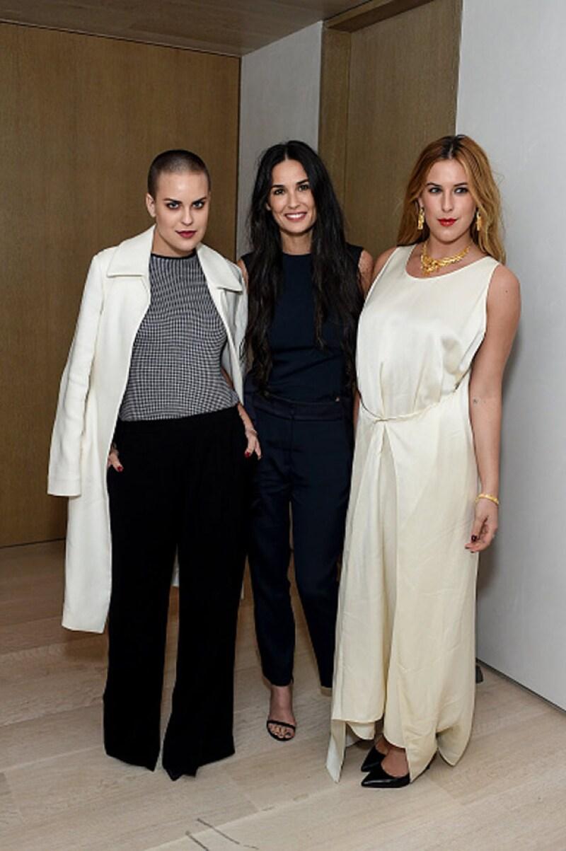 Así luce Tallulah Willis rapada. En la imagen aparece junto a su madre Demi y su hermana Rumer.