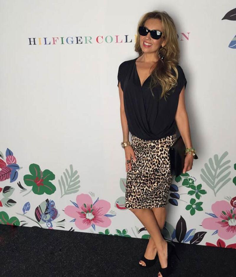 La guapa cantante no pasó desapercibida en el evento de moda en Nueva York, donde con un outfit de animal print presumió su cuerpazo.