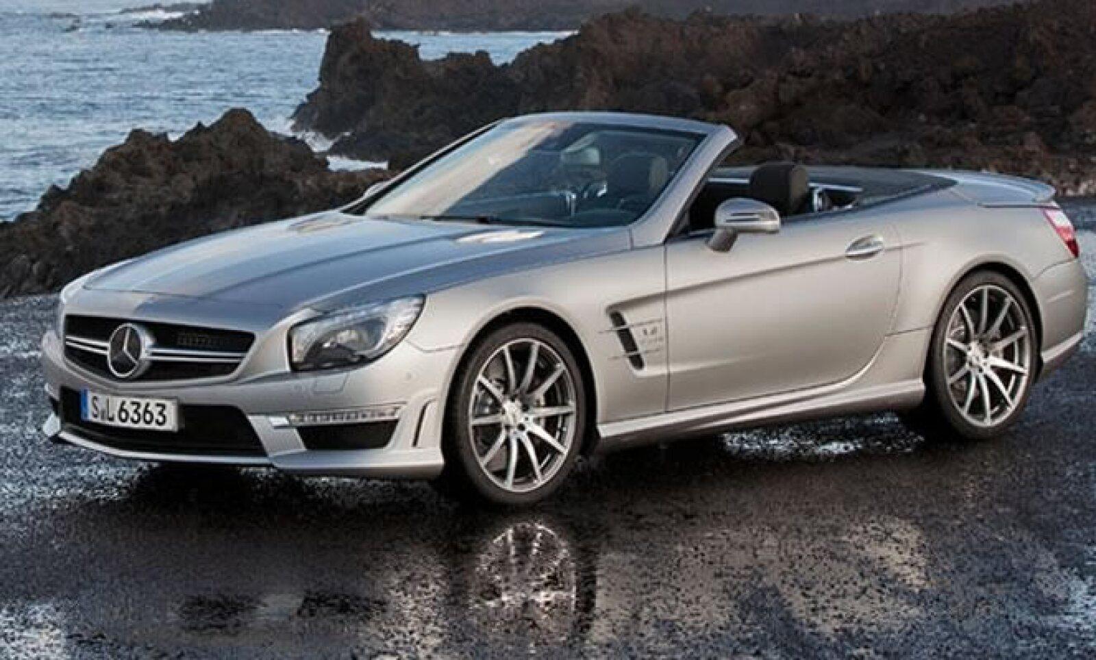 El modelo tiene un motor V8 de 5.5 litros biturbo que desarrolla 537 caballos de fuerza. Si el comprador lo desea, puede optar por instalar el AMG Performance que aumenta la potencia hasta los 564 caballos de fuerza.
