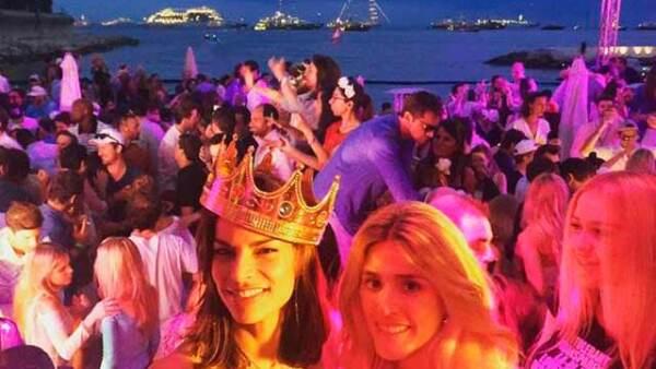 La mexicana se divirtió en Mónaco junto a sus amigos.