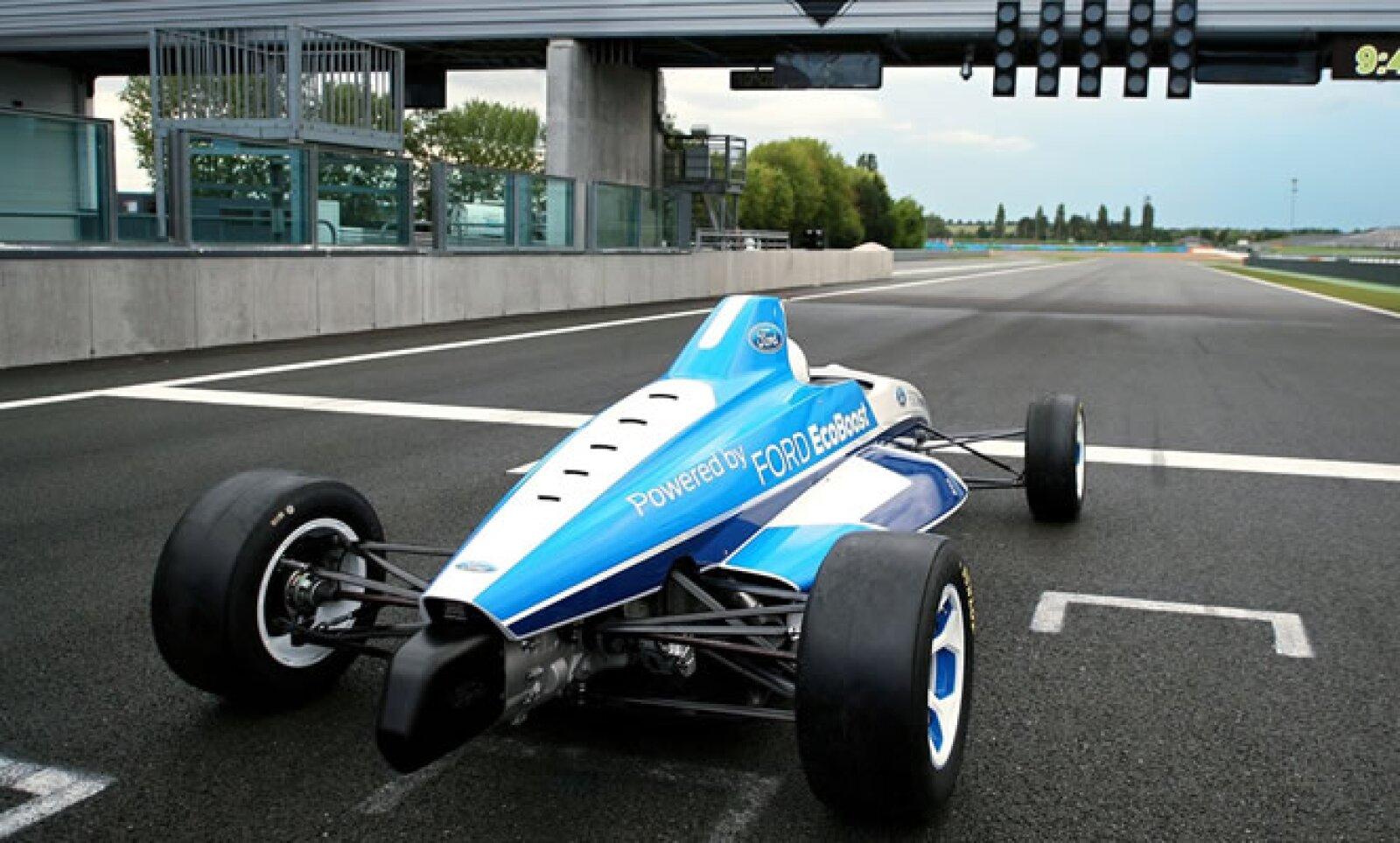 El Slick hará su debut en pista en el campeonato de Dunlop MSA Formula Ford 2012 en Gran Bretaña. Posteriormente estará presente en otros seriales de competencia alrededor del mundo.