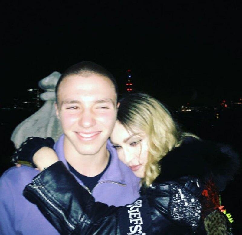 La cantante compartió una foto junto a su hijo, ahora que se reencontraron después de meses.