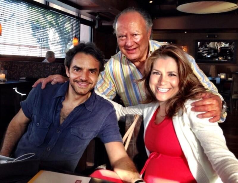 Alessandra ya tiene a todas las personas importantes a su alrededor para recibir a su primera hija. 'Festejando al cumpleañero @JSRosaldo Te amamos papito', tuiteó Alessandra ayer.