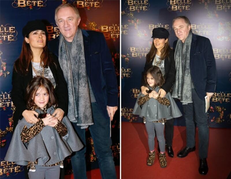 """La familia fue vista el domingo en la premiere de """"La Bella y la Bestia"""" en París. Contrario a otras ocasiones, los tres portaron atuendos casuales."""