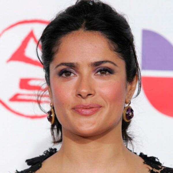 La actriz mexicana no sólo es talentosa. En su atemporal cara y sus looks parece haberse detenido el tiempo.