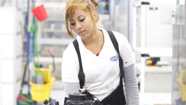 La fabricaci�n de partes y componentes es la rama manufacturera que emplea m�s mujeres