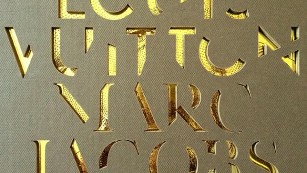 Louis Vuitton - Marc Jacobs: Un megavolumen dorado que explora la dupla más espectacular del siglo XXI. Lo puedes encontrar en la tienda Rizzoli.