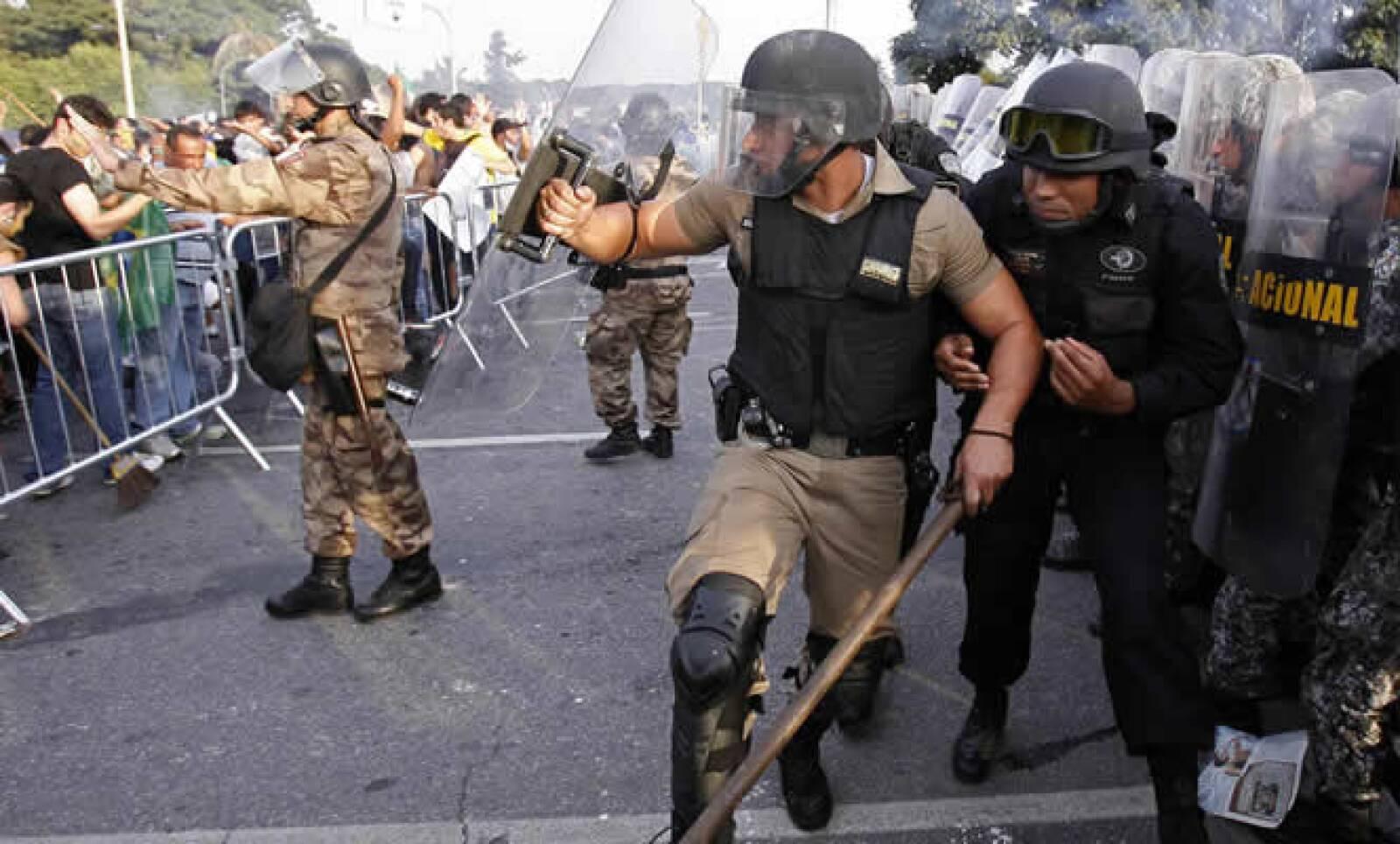 La mayoría de la protestas no ha sido violentas, pero algunas acabaron con actos de vandalismo y saqueos, lo que ha provocado rechazo entre muchos brasileños.