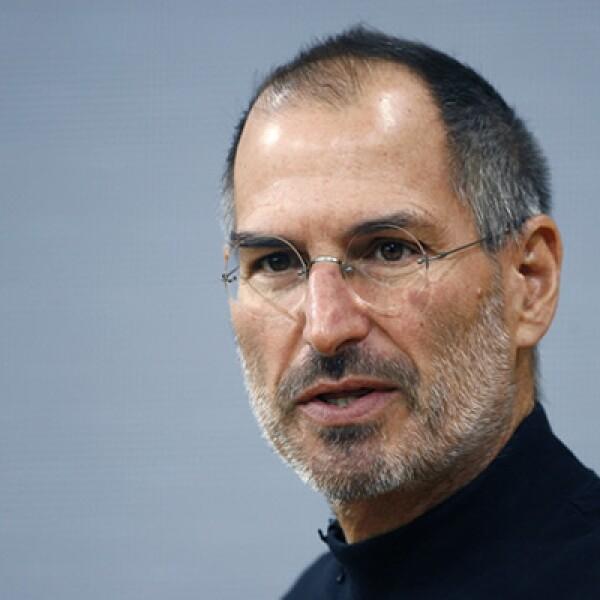 Finalmente, Jobs renunció a su puesto como CEO y Tim Cook, un veterano Mac con más de 12 años en la firma, asumió el puesto.