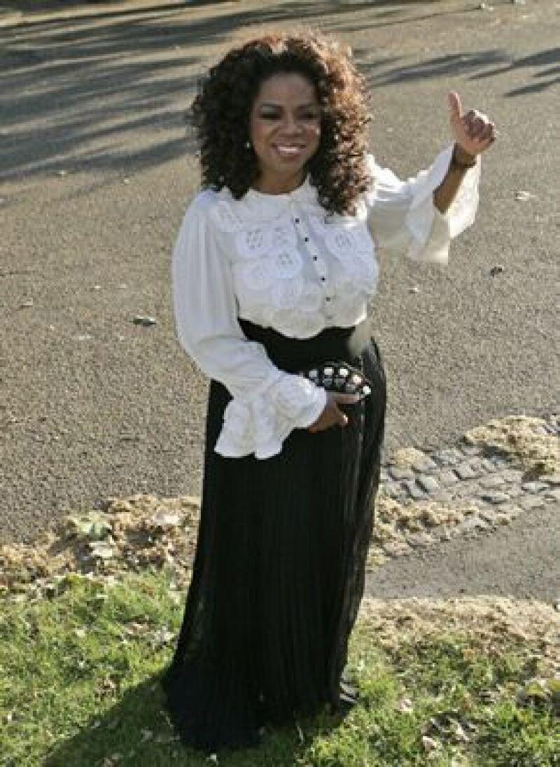 La conductora encabeza la lista al donar 50.2 millones de dólares para educación, salud y defensa de mujeres por medio de sus dos fundaciones: la Oprah Winfrey Foundation y la Angel Network.